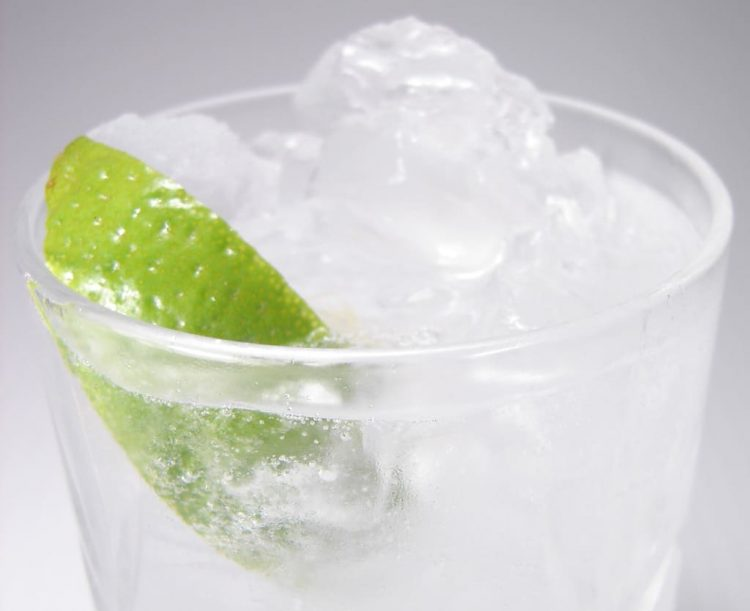 A recipe for the classic gin and tonic cocktail.
