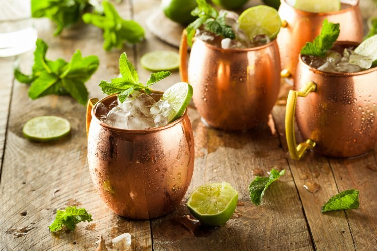 How to make a Moscow Mule cocktail in a copper cup
