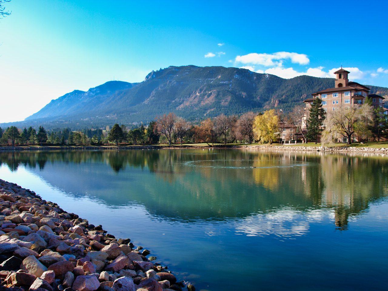 Broadmoor Resort Colorado: Lake